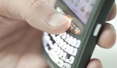 Na telefonach pacjentów szpitali jest więcej groźnych bakterii niż na telefonach lekarzy