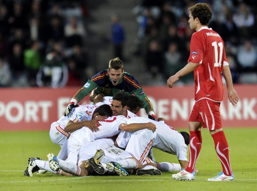 Radość Hiszpanów po strzeleniu drugiego gola