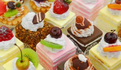Słodycze nie są najzdrowszą przekąską i zdecydowanie nie służą utrzymaniu szczupłej sylwetki.