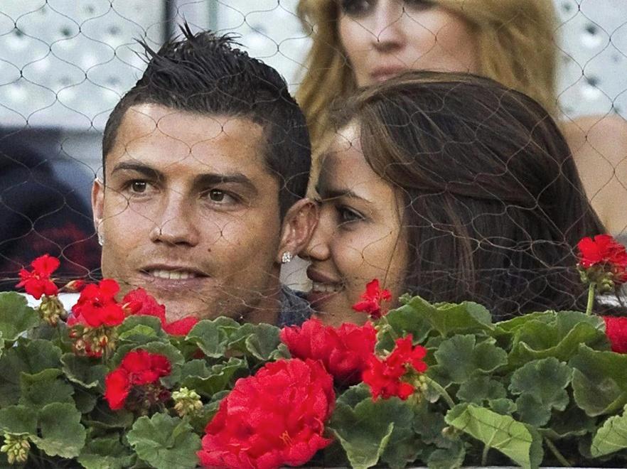 Irina Shayk i Ronaldo są już oficjalnie zaręczeni.