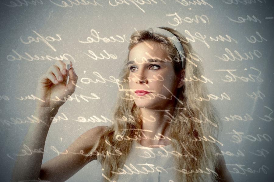 Pisząca kobieta