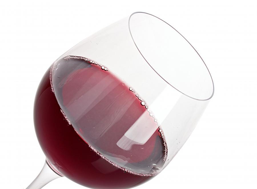 Małe dawki wina wzmacniają kości