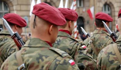 Żołnierze na defiladzie