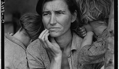 To słynne zdjęcie ubogiej zbieraczki grochu, matki siedmiorga dzieci, zostało zrobione w 1936 roku w ramach programu dokumentującego społeczne skutki Wielkiej Depresji