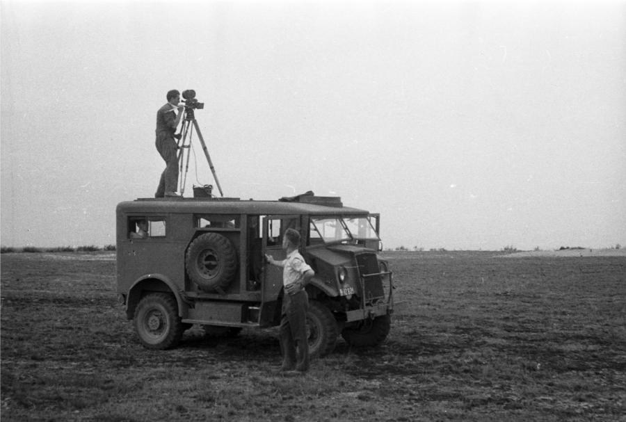 Chevrolet C8A jako wóz Polskiej Kroniki Filmowej. Rok 1946.