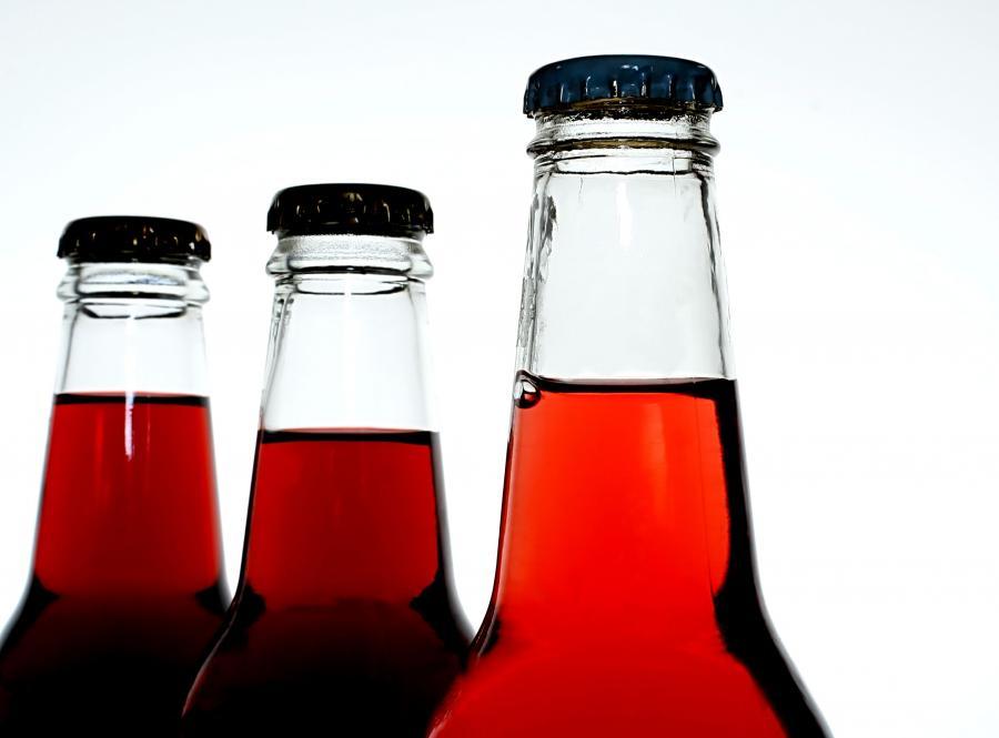 Sok z wiśni zawiera melatoninę - hormon, który reguluje rytm snu i czuwania