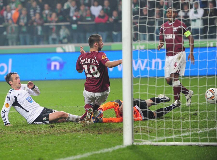 Miroslav Radovic strzela gola na 2:1 dla Legii