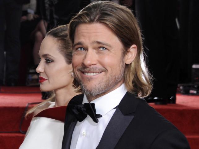 Brad Pitt na czerwonym dywanie pokazał zniewalający, rzadko ostatnio widziany u niego uśmiech