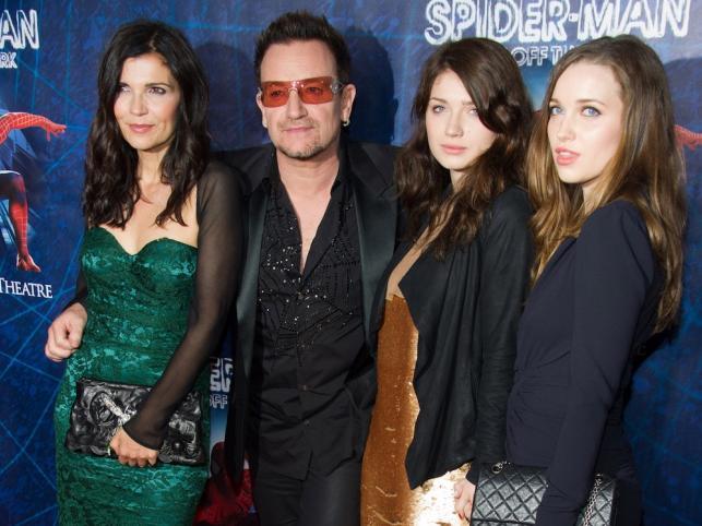 Bono z żoną Alison Hewson i córkami – Eve i Jordan