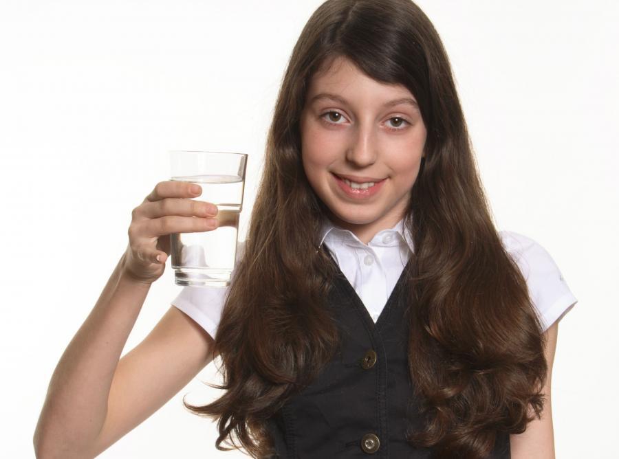 Studenci zabierający na egzamin butelkę wody osiągają lepsze wyniki