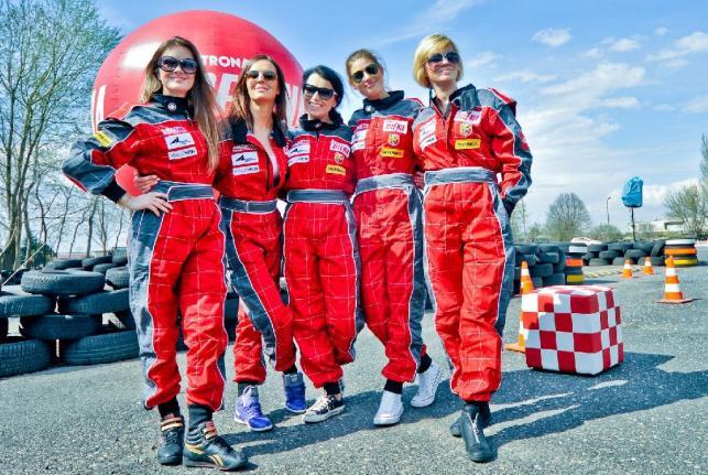 Damski Dream Team w ABARTH CHALLENGE: Maria Niklińska, Anna Wendzikowska, Katarzyna Pakosińska, Aleksandra Kisio, Weronika Marczuk