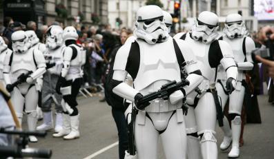 """Parada fanów """"Gwiezdnych wojen"""" w Londynie"""