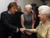 Elżbieta II wita Paula McCartney'a