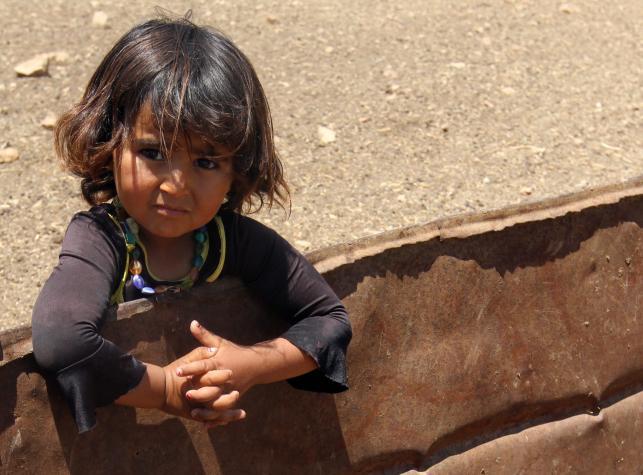 Dzieci wypędzone przez żołnierzy