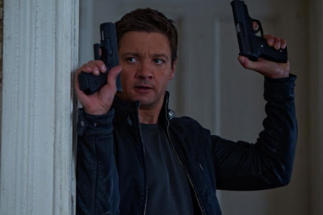 """Jeremy Renner w filmie """"Dziedzictwo Bourne'a"""""""