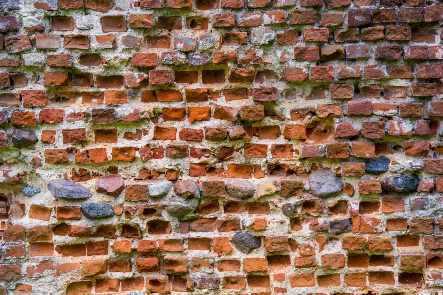 zamek mur cegły
