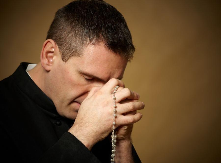 ksiądz modlitwa