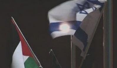 kadr z Manifestacja przeciwko wojnie w Gazie, Yael Bartana, Artur Żmijewski, 2009