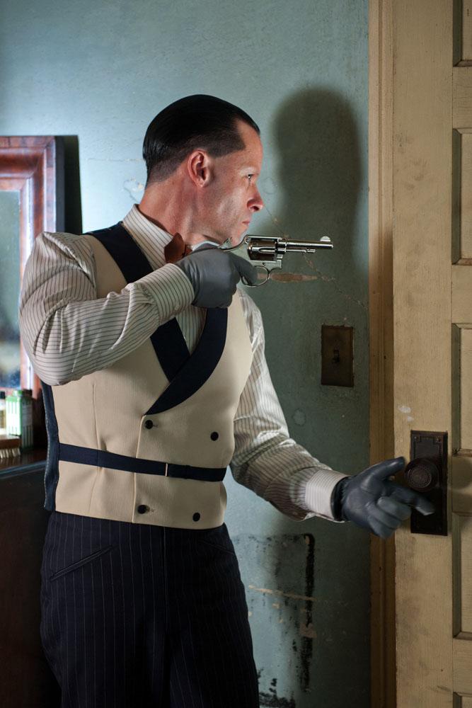 "Guy Pearce w filmie ""Gangster"""