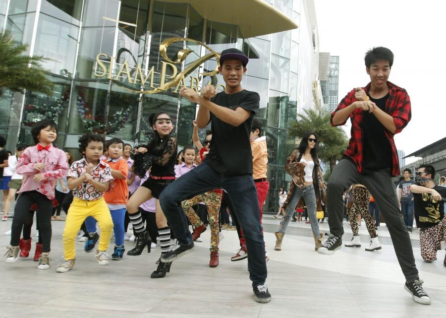 """Fani tańczą """"Gangnam Style"""" w Tajlandii"""
