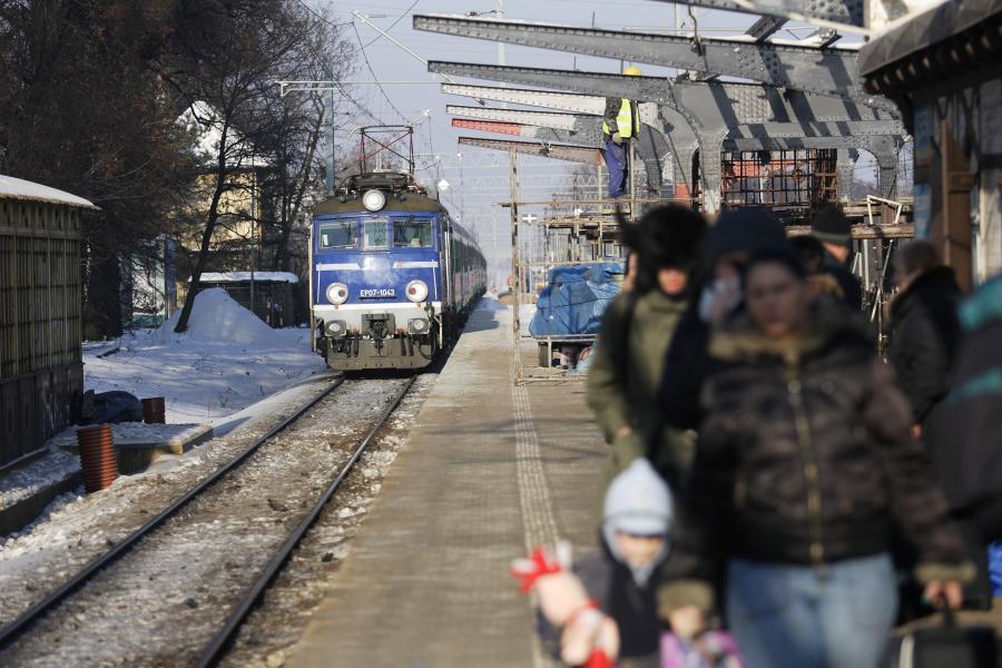 Pociąg i pasażerowie - zdjęcie ilustracyjne