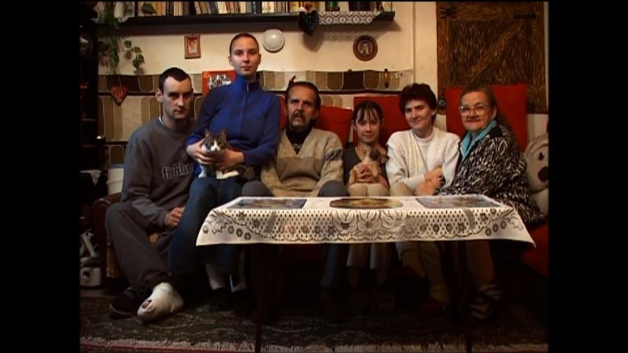 """""""Moja ulica"""" –portret rodziny z Manufakturą w tle"""