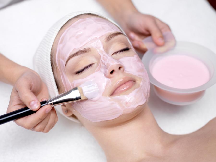 Kobieta w salonie kosmetycznym