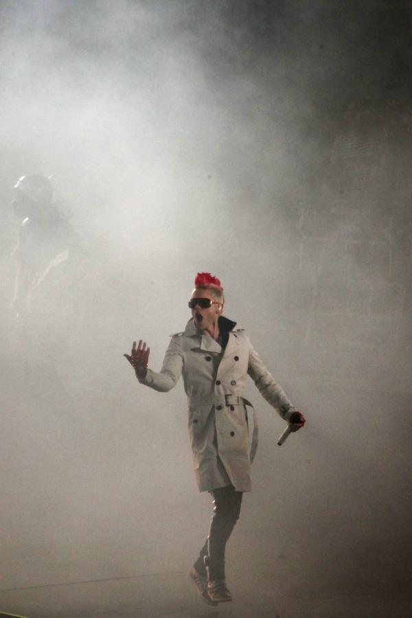 Jared Leto na scenie z 30 Seconds To Mars