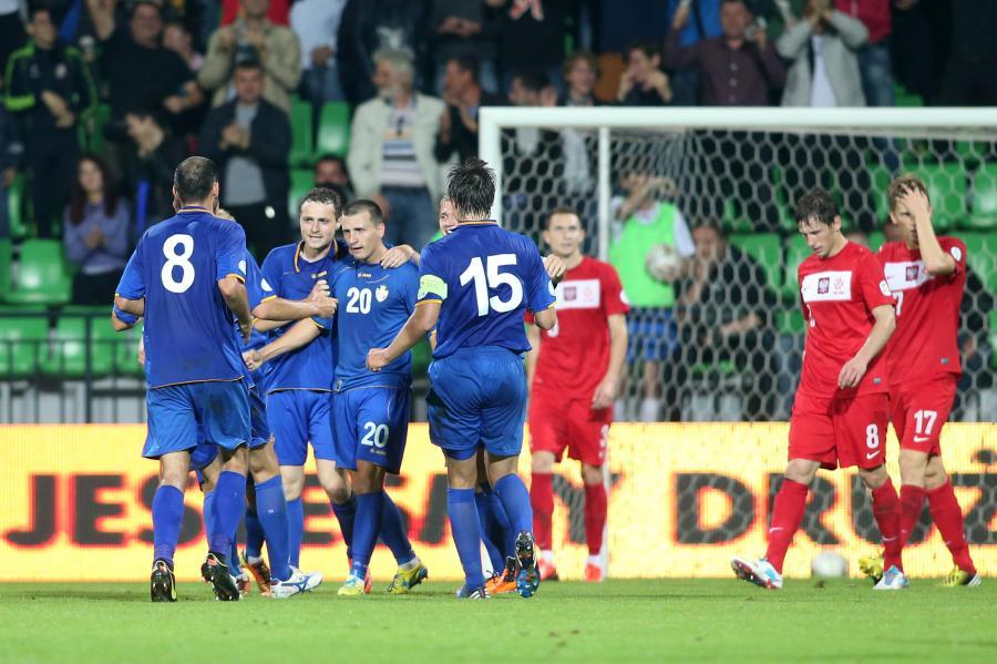 Mołdawianie cieszą się ze zdobycia wyrównującej bramki w meczu z Polską