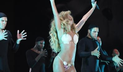 Lady GaGa podczas występu na gali MTV Video Music Awards 2013