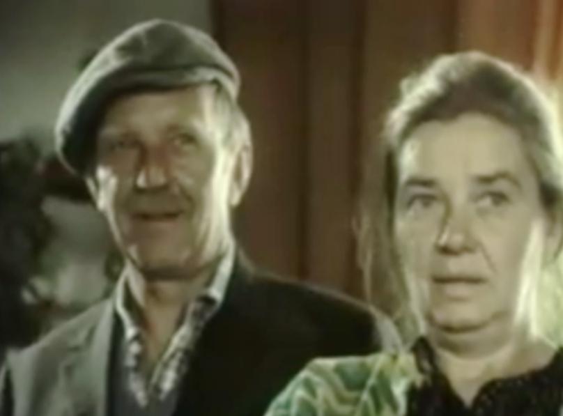 """Jerzy Turek i Katarzyna Łaniewska w komedii """"Kogel mogel"""" (1988)"""