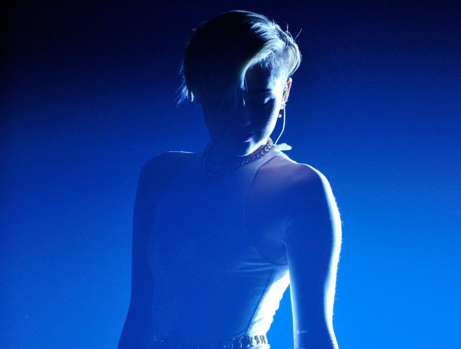 Miley Cyrus kusi i Cię uwielbia
