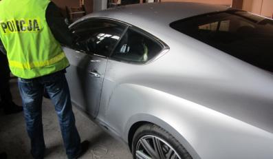Polacy ukradli nowe modele Bentleya z salonu w Berlinie