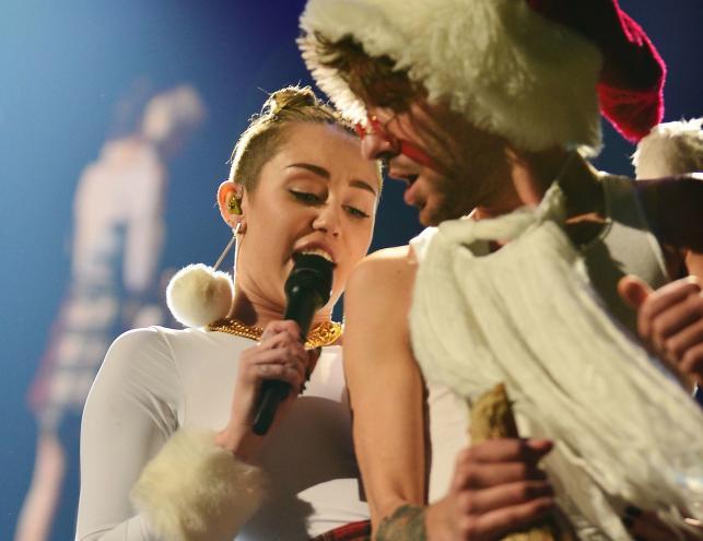 Niegrzeczna Miley Cyrus zainspirowała włoską designerkę Michele Moricci. Oto efekty: