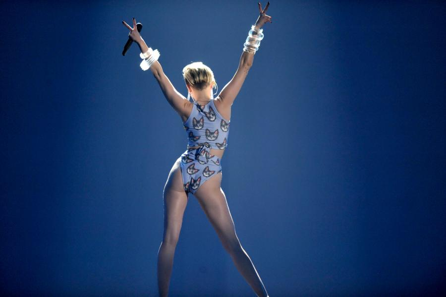Miley Cyrus na gali American Music Awards – 24 listopada 2013