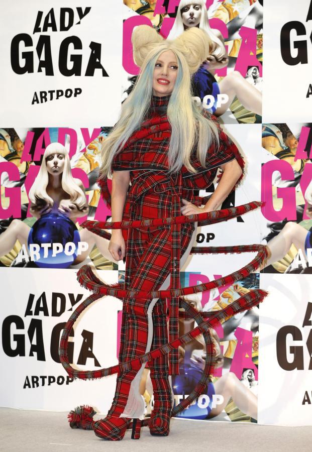 """Lady GaGa w czasie promocji albumu """"ARTPOP"""" w Tokio – 1 grudnia 2013"""
