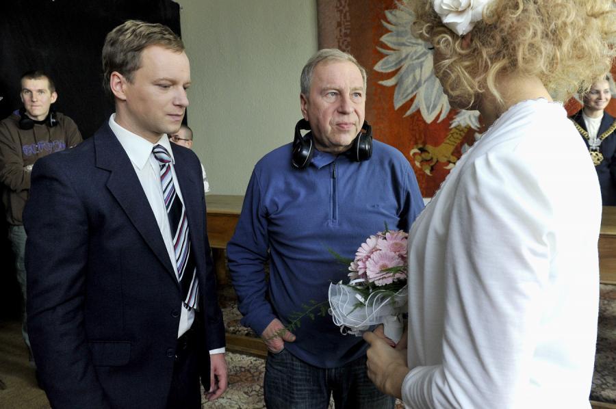 Maciej Stuhr, Jerzy Stuhr i Sonia Bohosiewicz na planie filmu \