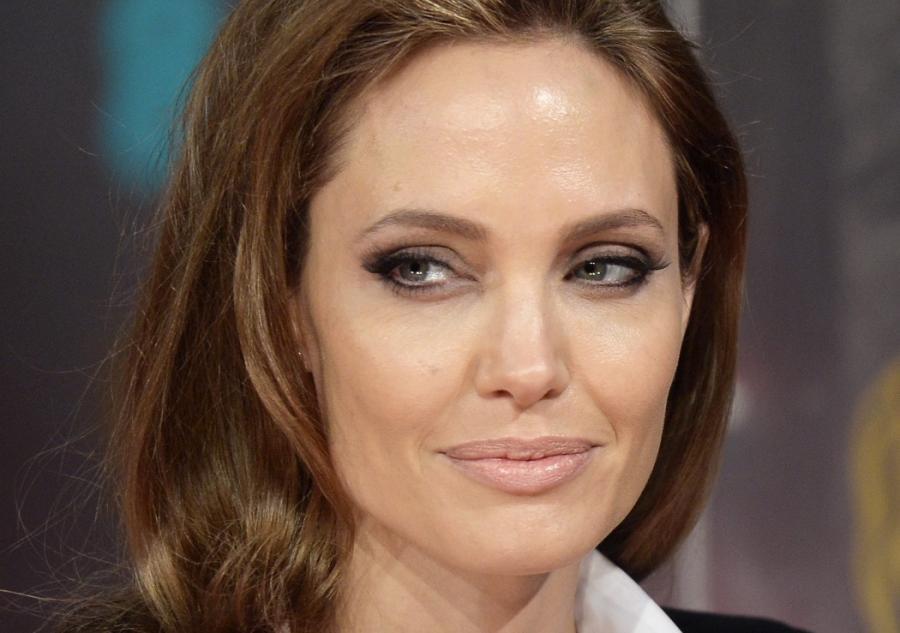 Angelina Jolie promuje \