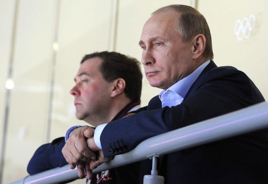 Władimir Putin i Dmitrij Miedwiediew na meczu hokeja