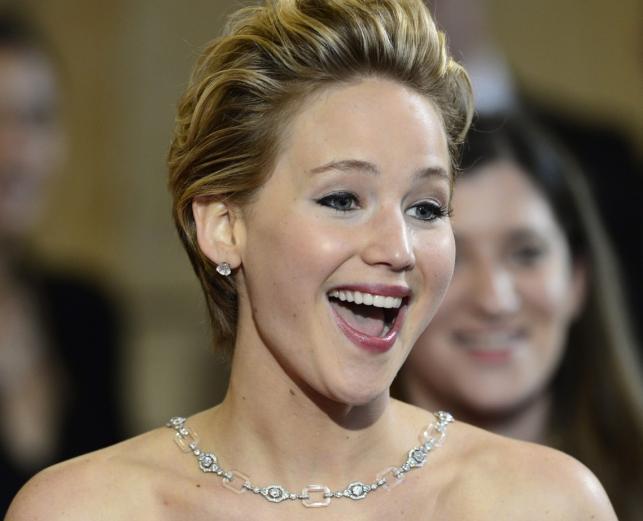 1. Jennifer Lawrence znowu wyłożyła się jak długa. Tym razem na czerwonym dywanie
