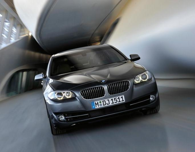 W czarnym BMW nie odróżnisz PO od PiS