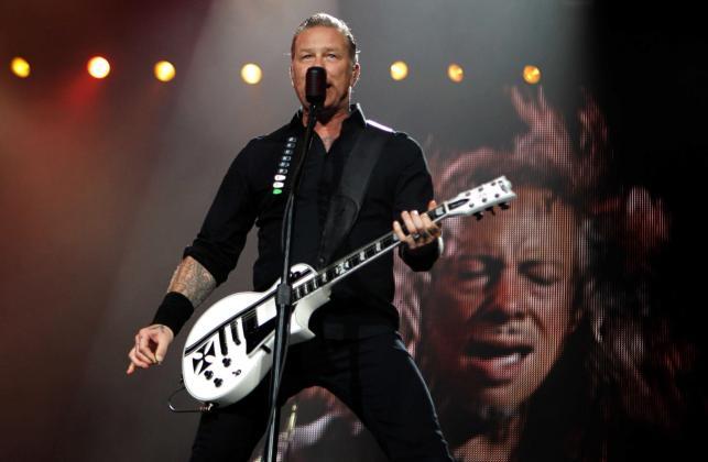 James Hetfield podczas koncertu w Asuncion w Paragwaju (24 marca 2014)