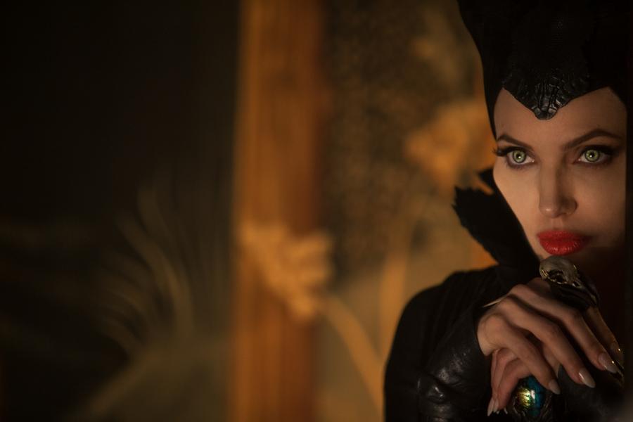 """Angelina Jolie na nowych zdjęciach z filmu """"Czarownica"""""""