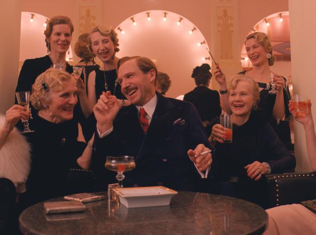 "Ralph Fiennes w filmie ""Grand Budapest Hotel"""