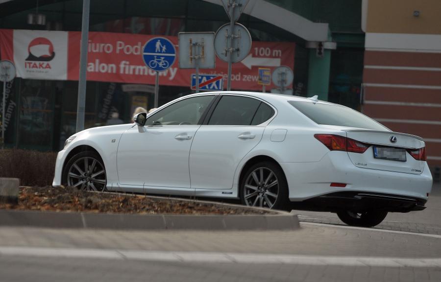 Lexus GS 300h, którym Agnieszka Radwańska podróżowała po Krakowie