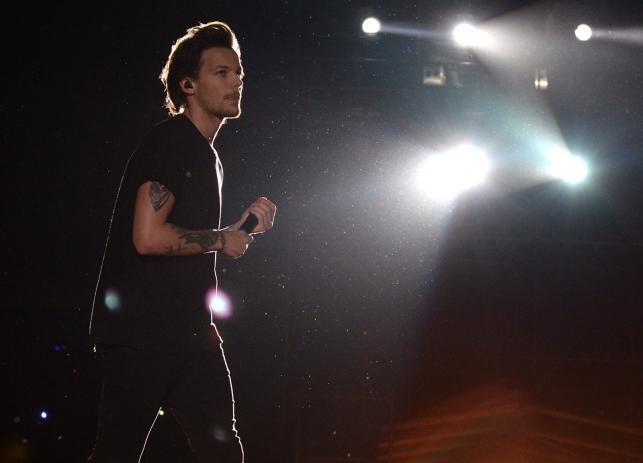 Louis Tomlinson podczas koncertu One Direction w Buenos Aires