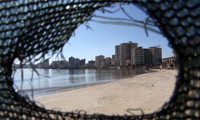 Cypryjskie miasto widmo. Rajski kurort dziś jest ruiną. ZDJĘCIA