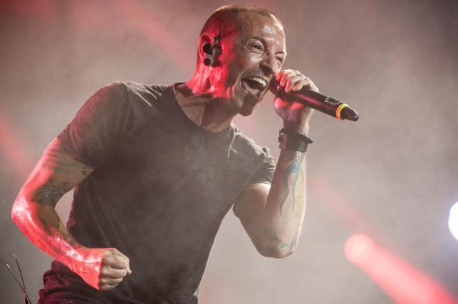 Chester Bennington podczas koncertu Linkin Park na wrocławskim Stadionie Miejskim
