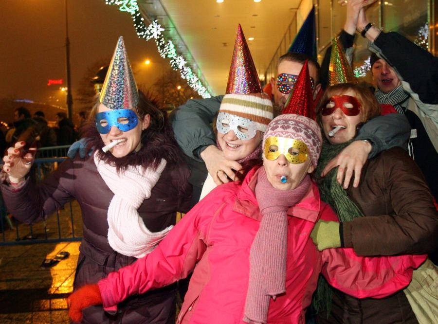 Warszawiacy witali Nowy Rok na placu Defilad