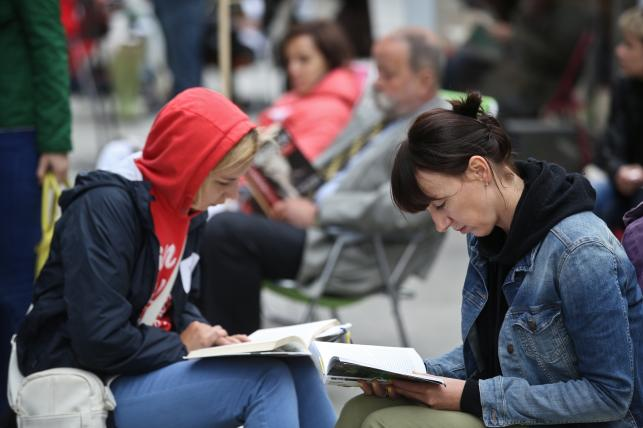 Próba pobicia rekordu świata w liczbie osób czytających jednocześnie na wolnym powietrzu